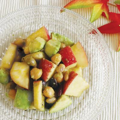りんごとアボカドのミックスビーンズの彩りサラダ