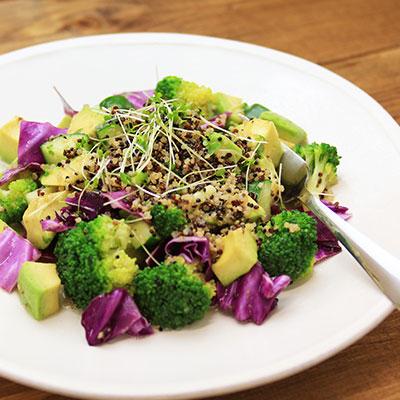 蒸しキヌアと紫キャベツのサラダ